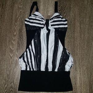 Dresses & Skirts - Mini black and white dress